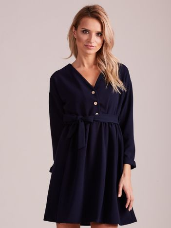 Granatowa sukienka z paskiem