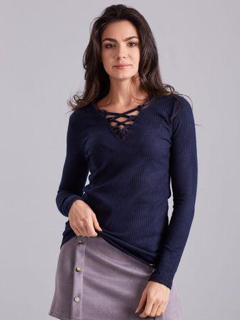 Granatowa sznurowana bluzka w prążek