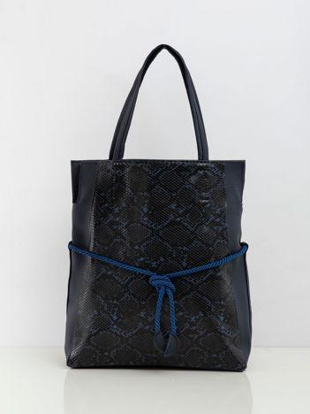 Granatowa torba z motywem skóry węża