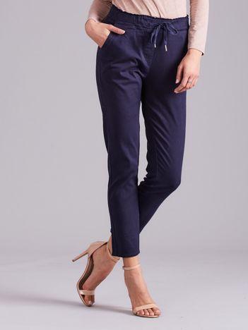 Granatowe spodnie high waist z wiązaniem