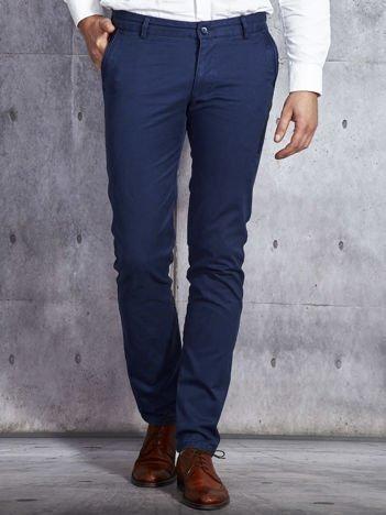 Granatowe spodnie męskie o prostym kroju