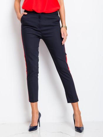 Granatowo-czerwone spodnie Vince