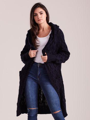 Granatowy długi sweter z kapturem