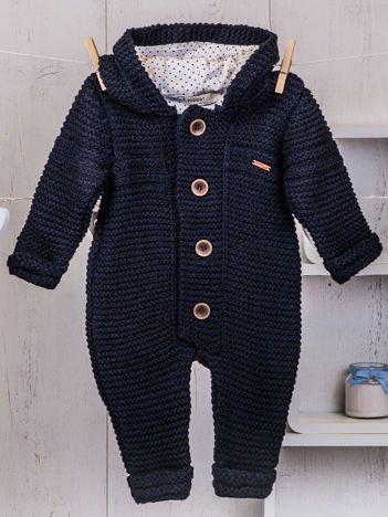 Granatowy niemowlęcy ciepły kombinezon dzianinowy z kapturem dla chłopca lub dziewczynki
