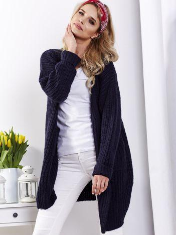 Granatowy sweter bez zapięcia z kieszeniami