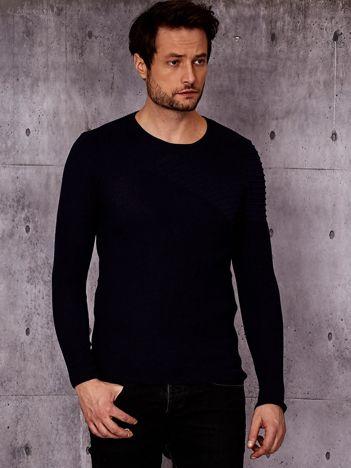 Granatowy sweter męski z modułem w prążki