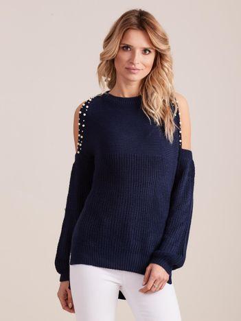 Granatowy sweter oversize z wycięciami na ramiona