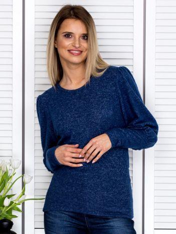 Granatowy sweter z marszczeniami na rękawach
