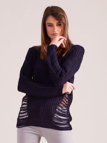 Granatowy sweter z rozcięciami