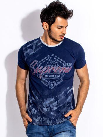 Granatowy t-shirt męski z graficznym napisem