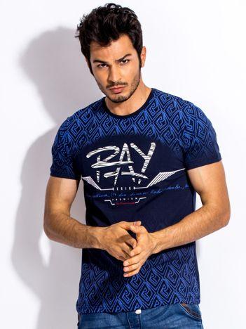 Granatowy t-shirt męski z wypukłym printem