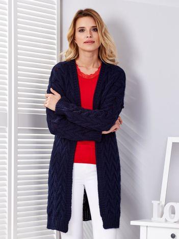 Granatowy warkoczowy sweter bez zapięcia