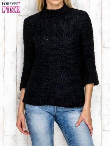 Granatowy wełniany sweter z dłuższym włosem