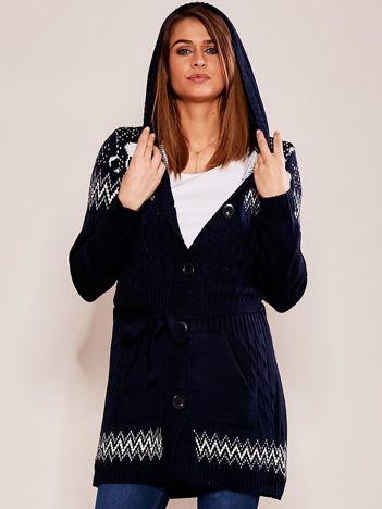Granatowy wzorzysty sweter z kapturem