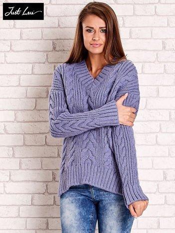 JUST LOU Niebieski sweter w warkoczowy wzór