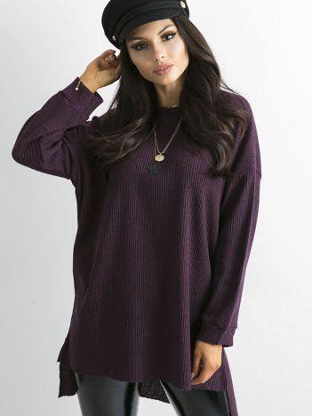 Jagodowy dłuższy sweter oversize w prążek