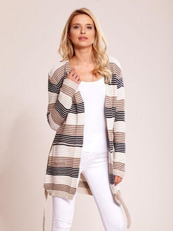 Jasnobeżowy długi sweter w paski z kieszeniami i wiązaniem