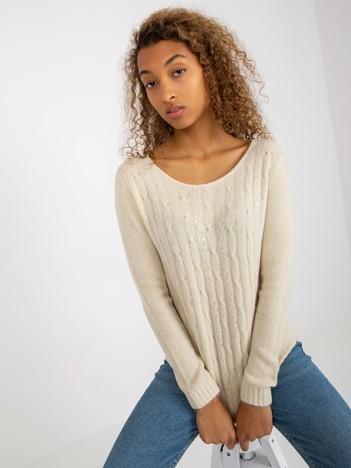 Jasnobeżowy sweter w warkocze z cekinami