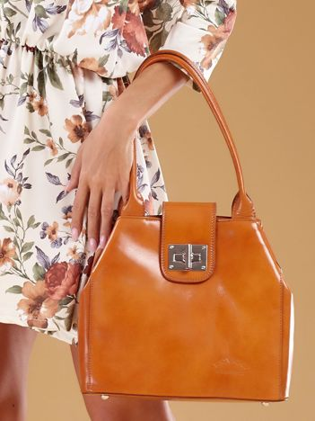 Jasnobrązowa skórzana torba damska z ozdobnym zapięciem