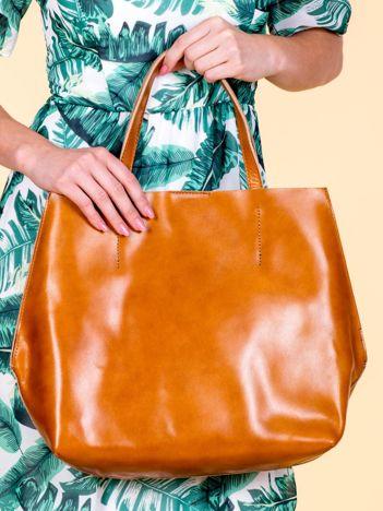 Jasnobrązowa skórzana torba damska z ozdobnymi okuciami