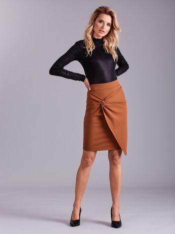 Jasnobrązowa spódnica asymetryczna