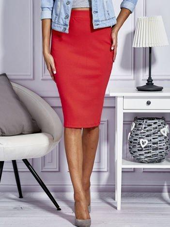 Jasnoczerwona dopasowana spódnica midi