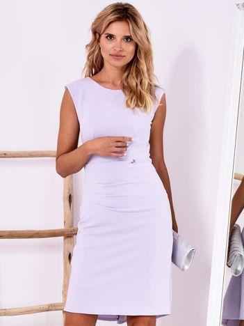 Jasnofioletowa dopasowana sukienka z drapowaniem