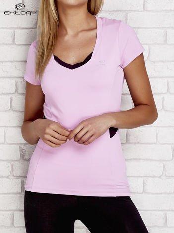Jasnofioletowy t-shirt z kontrastowymi wstawkami