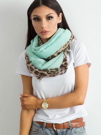 Jasnomiętowa chusta z motywem animal print