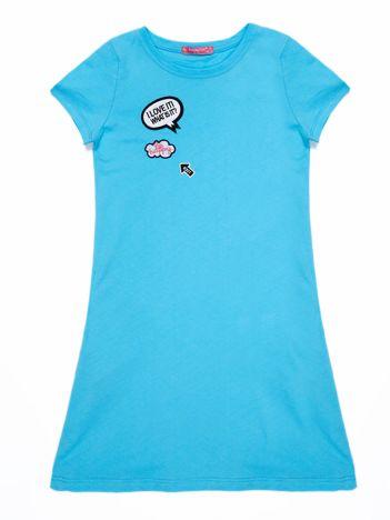 Jasnoniebieska bawełniana sukienka dla dziewczynki z naszywkami