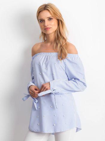 Jasnoniebieska bluzka w paski z perełkami