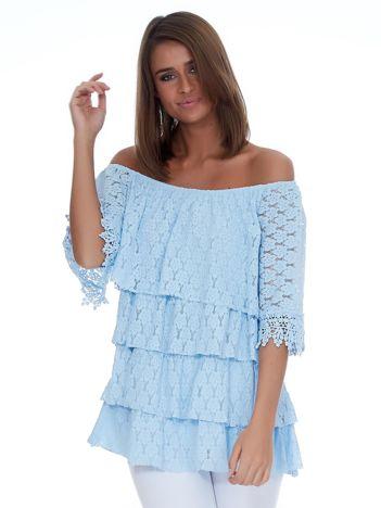 Jasnoniebieska bluzka z warstwowymi falbanami