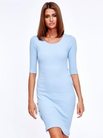 Jasnoniebieska prążkowana sukienka z kółeczkami