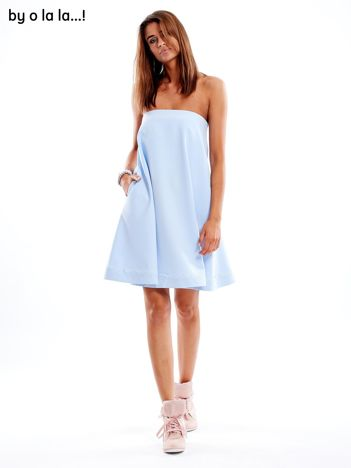 Jasnoniebieska sukienka z koronkową lamówką BY O LA LA