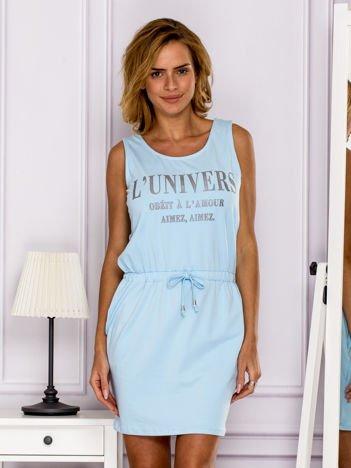 Jasnoniebieska sukienka z troczkami