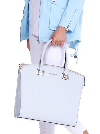 Jasnoniebieska torba elegancka ze złotymi okuciami