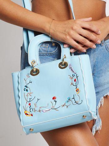 Jasnoniebieska torebka z haftem