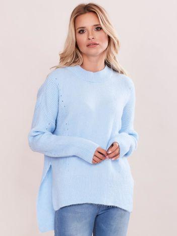 Jasnoniebieski asymetryczny sweter