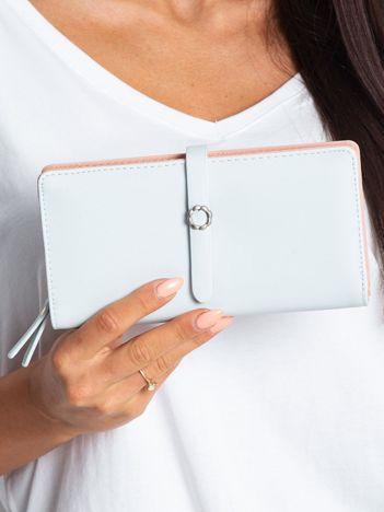 Jasnoniebieski portfel z ekoskóry