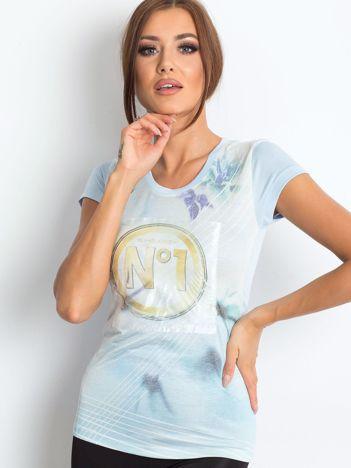 Jasnoniebieski t-shirt z graficznym nadrukiem
