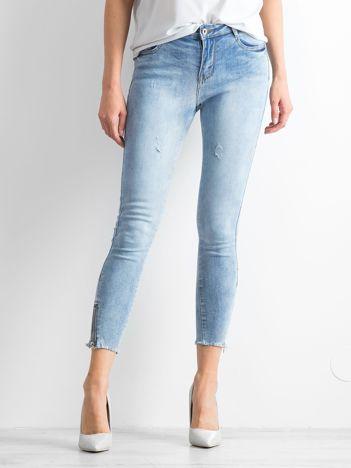 Jasnoniebieskie jeansy Bonnie