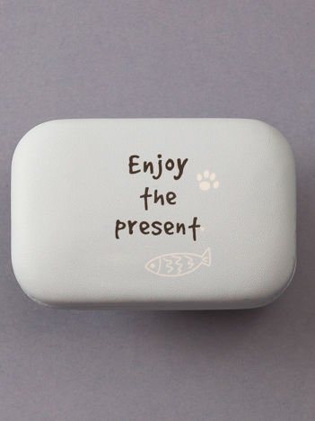 Jasnoniebieskie pudełko na szkła kontaktowe