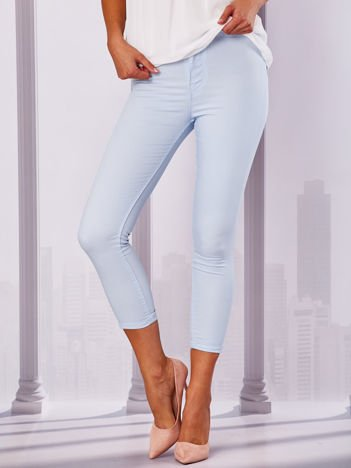 Jasnoniebieskie spodnie rurki