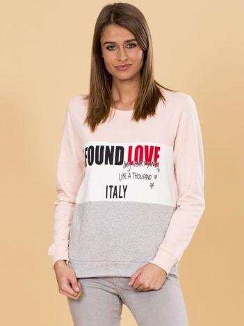 Jasnoróżowa bluza damska z napisami