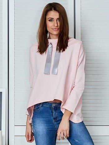 Jasnoróżowa bluza z kapturem i wstążką