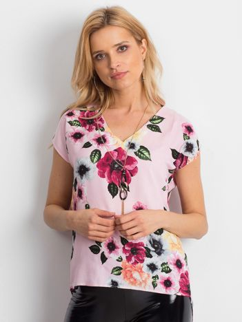 Jasnoróżowa bluzka w kwiatowe wzory