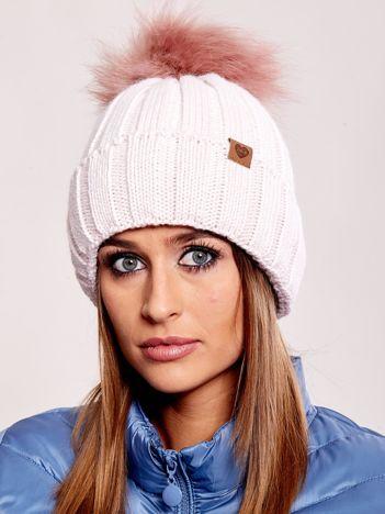 Jasnoróżowa czapka zimowa z pomponem