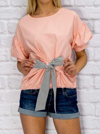 Jasnoróżowa koszula z wiązaniem i bufiastymi rękawami