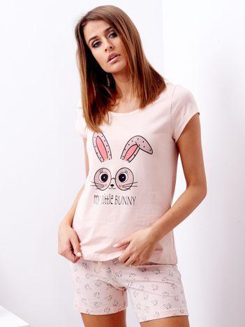 Jasnoróżowa piżama z t-shirtem i szortami