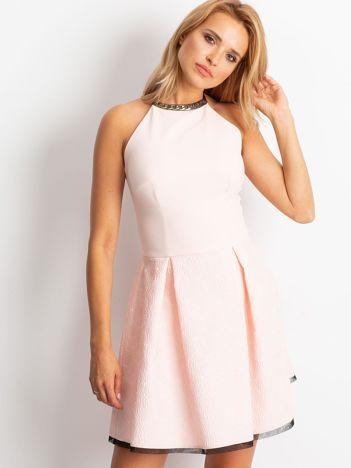 Jasnoróżowa sukienka Kim